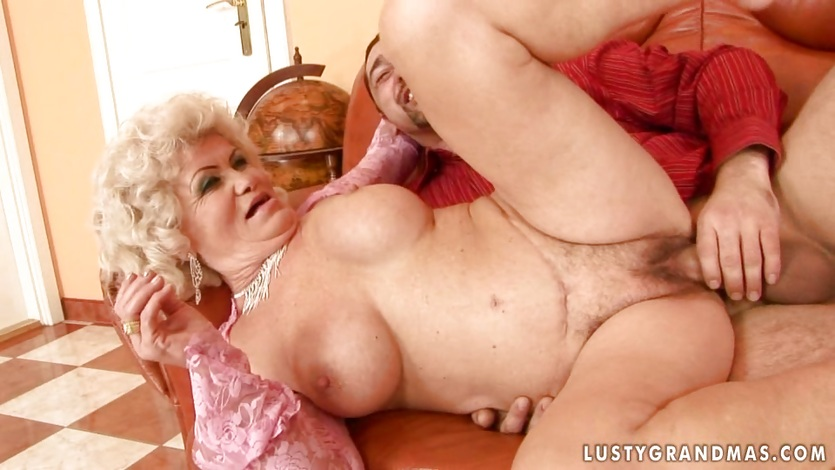 Amateur milf swallowing
