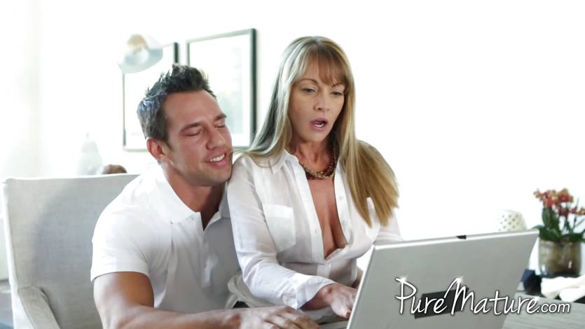 Awesome blonde mature Shayla gets hardcore banged by her boyfriend  75452