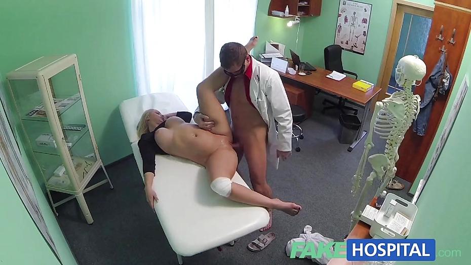 минет видео скрытых камер у доктора в кабинете