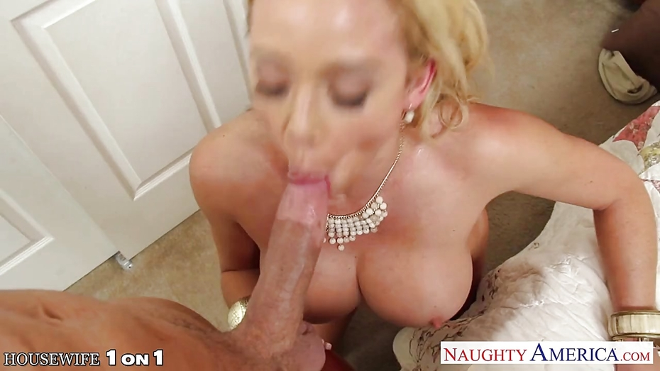 Hairy nude anal squirt