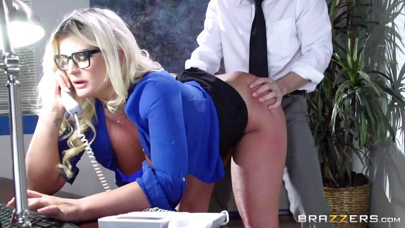 christina aguilera with pants unzipped