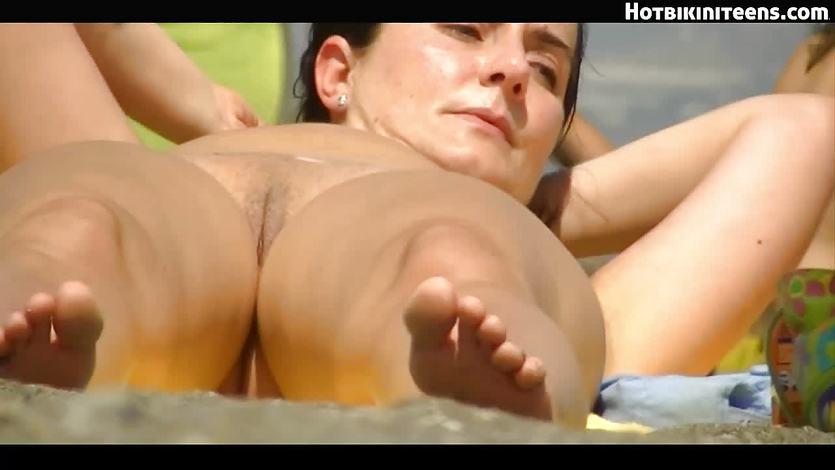 Nude girls on cam beach