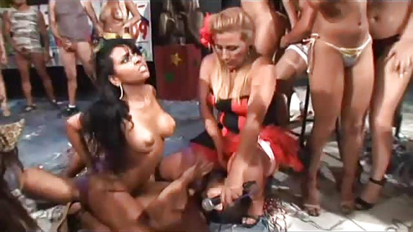 Порно вечеринки в бразилии онлайн извиняюсь