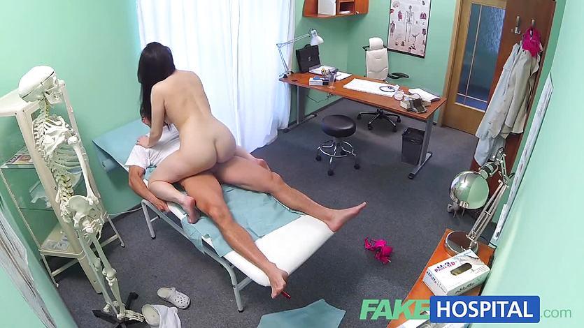 Подглядывание В Кабинете Врача Смотреть Порно